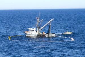 buque-pescando-salmon-alaska